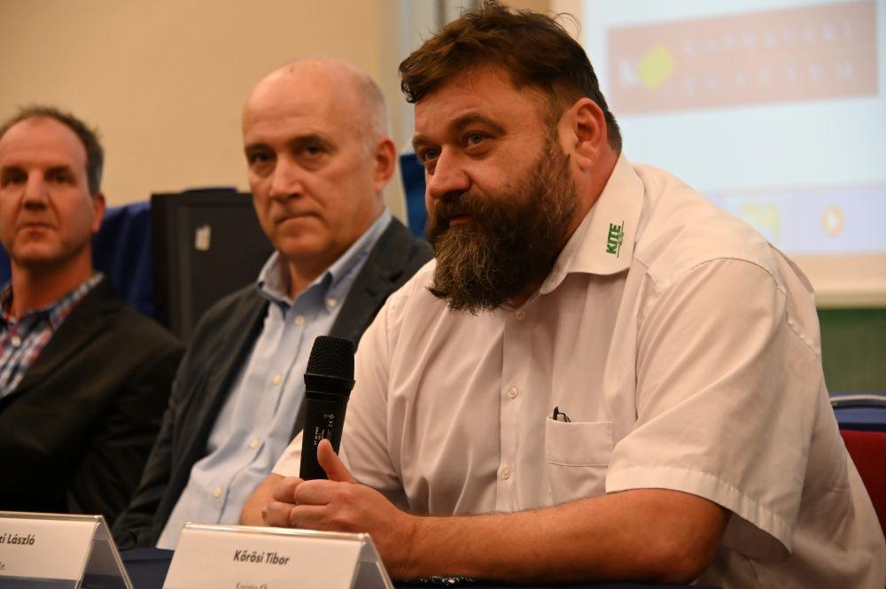 Hadászi László a magro konferencián